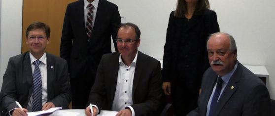 Förderprojekt Digitales Zentrum Schwaben: Vertragsunterzeichnung am TCW