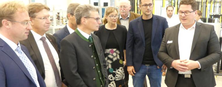 Kultusminister Sibler besucht Technologie Centrum Westbayern